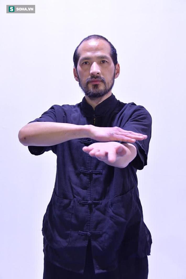 """Đại sư Vịnh Xuân bất ngờ thách đấu, tuyên bố đấm knock-out """"võ sư truyền điện"""" - Ảnh 2."""