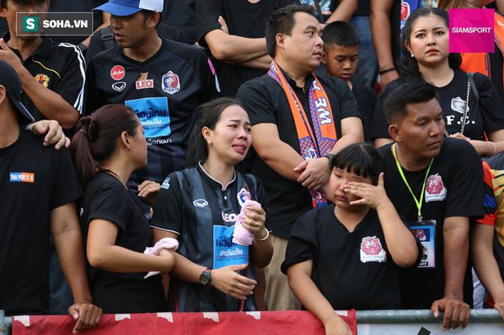 Nữ đại gia Thái Lan bật khóc khi tưởng niệm các CĐV thiệt mạng trong vụ tai nạn thảm khốc - Ảnh 15.
