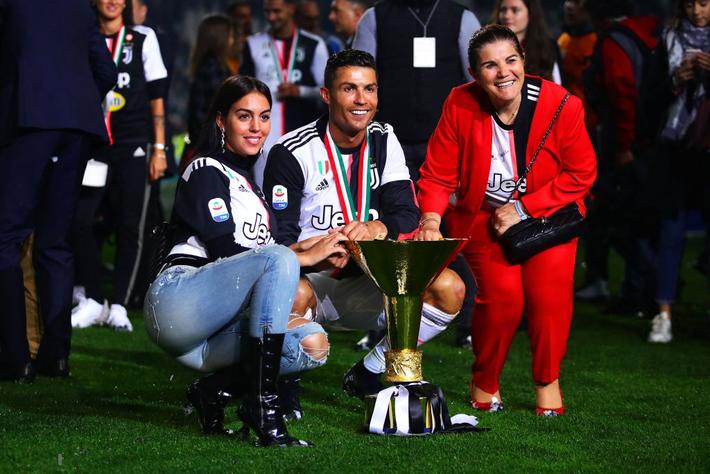 Ronaldo hạnh phúc bên mẹ và bạn gái trong ngày trọng đại của cuộc đời - Ảnh 5.