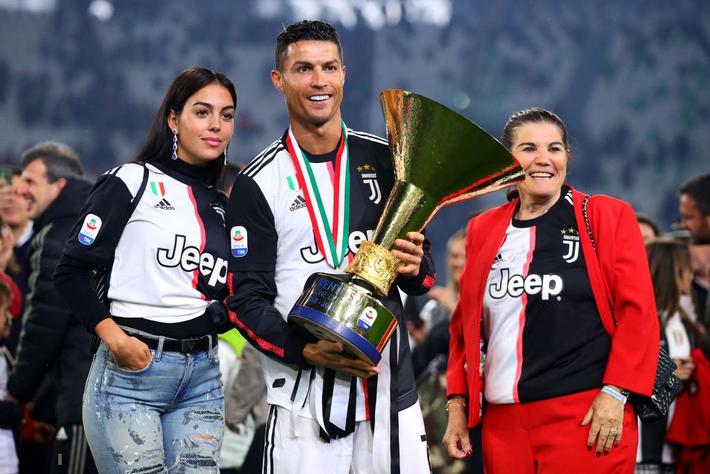 Ronaldo hạnh phúc bên mẹ và bạn gái trong ngày trọng đại của cuộc đời - Ảnh 6.