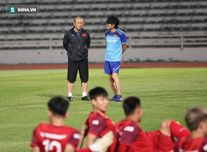 Tuyển Việt Nam tập bài lạ, học trò thầy Park cười tươi rói chờ đấu Thái Lan - Ảnh 2.