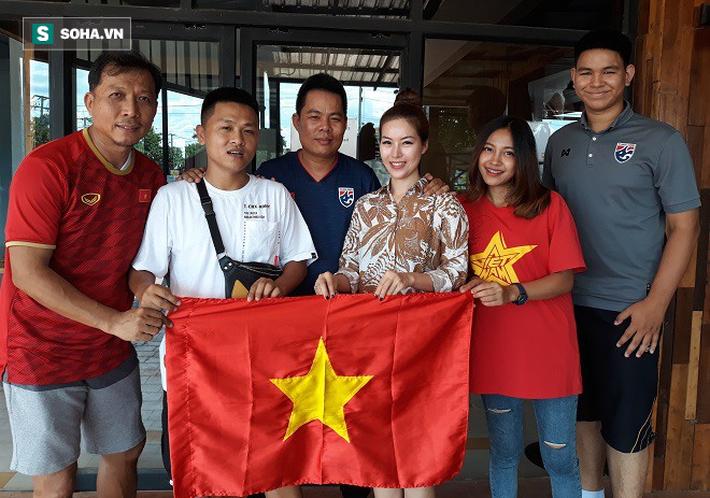 Nữ phóng viên Thái Lan xinh đẹp hứa ra sân cổ vũ ĐT Việt Nam vô địch Kings Cup - Ảnh 6.