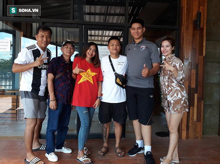 Nữ phóng viên Thái Lan xinh đẹp hứa ra sân cổ vũ ĐT Việt Nam vô địch Kings Cup - Ảnh 7.