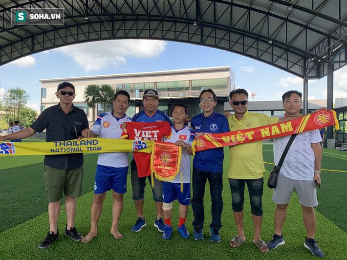 Nữ phóng viên Thái Lan xinh đẹp hứa ra sân cổ vũ ĐT Việt Nam vô địch Kings Cup - Ảnh 10.