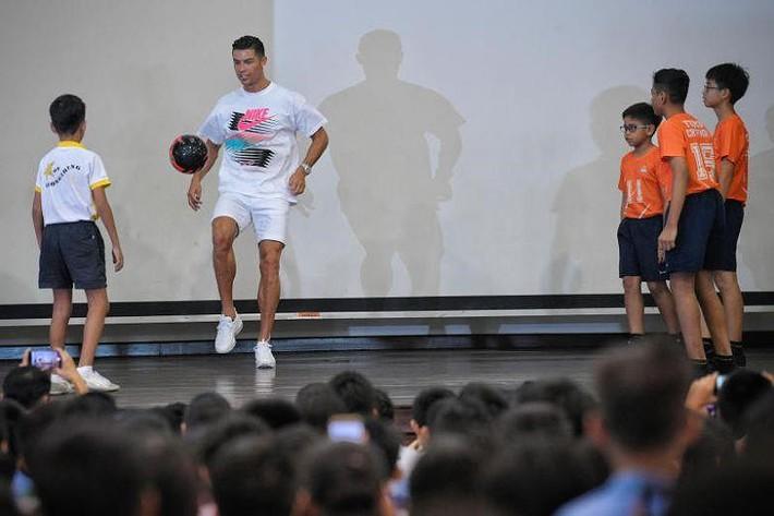 Tuột dốc nhanh, cựu trùm' AFF Cup mời Ronaldo 'kích cầu' - Ảnh 2.