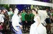 Đây chính là cặp đôi khiến phố đi bộ Hà Nội 'nghẽn sóng' tối qua