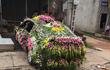 """""""Xe hoa"""" lạ ở Nghệ An khiến người đi đường không khỏi kinh ngạc"""