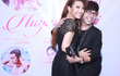 Long Nhật ôm chặt cứng nữ ca sĩ Huỳnh Mi