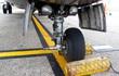 Máy bay ATR 72 bị xe kéo hàng đâm hỏng