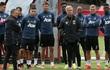 Mourinho tranh cãi và lấy đồ của nhân viên Man United