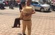 Hành động của anh CSGT khiến người đi đường phải dừng lại nhìn