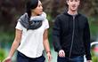 """Vì sao ông chủ Facebook, Amazon và Uber """"nghiện"""" đi bộ?"""