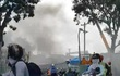 Sau tiếng nổ, khói bốc nghi ngút, hàng trăm công nhân nhốn nháo
