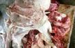 Thu gom heo chết chế biến thành thịt quay bán ra chợ