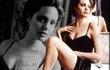 "Angelina Jolie: Bước ngoặt cuộc đời qua ""cái tát"" ở tuổi 26"