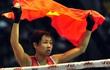"""Nữ võ sĩ Việt """"lên đồng"""", đánh cho đối thủ Thái Lan chỉ biết... ngã"""