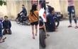 Nam thanh niên bị nhóm cô gái bắt quỳ giữa đường vì trộm điện thoại