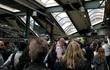 Tàu đâm vào nhà ga gần New York, hơn 100 người thương vong