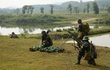 Bộ đội Việt Nam tập huấn sử dụng vũ khí phá vật cản FMV-B1?