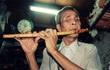 Ông lão mù bán nhang bị vợ bỏ: Đời nghèo nhưng vẫn lạc quan