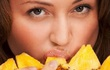 Sai lầm khi ăn dứa để tránh thai