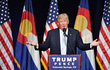 Donald Trump 'hú vía', mắc kẹt trong thang máy 30 phút