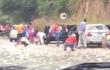 """Sau tai nạn ô tô, người dân thi nhau """"hôi của"""" mặc nạn nhân thoi thóp trên đường"""