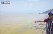 Đã xác định nguyên nhân nước biển màu vàng xuất hiện ở Huế