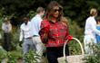 7 ngày qua ảnh: Đệ nhất phu nhân Mỹ hái rau ở Nhà Trắng