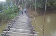Đang đi ăn cưới thì cầu sập, cả đám người rơi thẳng xuống sông