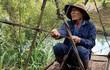 Video: Người dân Đắk Lắk đu dây qua suối, thách thức 'tử thần'