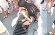 """""""Chiếc điện thoại tai hại"""" khiến cô gái bị kẹt chân vào nắp cống, chàng trai bị xe tải đâm"""