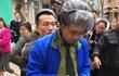 Khách hàng Trung Quốc dùng gậy hành hung nữ nhân viên quán cafe