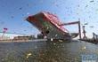 [ẢNH+VIDEO] Cận cảnh tàu sân bay nội địa đầu tiên Trung Quốc vừa hạ thủy