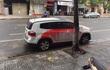 Hình ảnh chiếc ô tô khiến dân mạng xót xa trên phố Hà Nội sáng nay