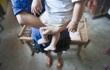Nhận nuôi con bạn suốt 5 năm, đôi vợ chồng già bất ngờ đối mặt với hiện thực phũ phàng