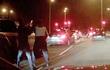 Clip ghi lại toàn cảnh vụ cướp xe sang 6 tỷ bằng rìu giữa đường phố