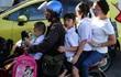 Không phải Việt Nam, đây mới là quốc gia nơi người dân đi xe máy liều mạng nhất