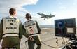 """""""Thảm thần kỳ"""" giúp máy bay Mỹ hạ cánh xuống tàu sân bay dễ dàng"""