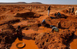 Khi hồng ngọc có thể đào bằng tay không tại ngôi làng hoang sơ ở Madagascar