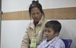 Bà ốm đau vẫn gánh gạch lo tiền cho cháu trị bệnh nan y