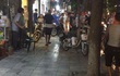 Hà Nội: Nam thanh niên xông vào cửa hàng quần áo thời trang đâm chém, 2 người trọng thương