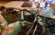 Ô tô nát đầu sau khi đâm vào trạm thu phí trên cao tốc