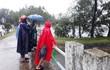 Trên đường đi làm về, một phụ nữ bị nước cuốn trôi