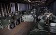 """Bàn giao xe thiết giáp BTR-82A: Nga chiều lòng """"người anh em"""" gần mà xa"""