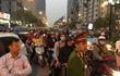 Hà Nội: Tắc đường nghiêm trọng do dân mang xe bịt lối vào khu chung cư
