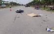 Xe máy tông ô tô rồi văng xa gần 20m, 2 người thương vong
