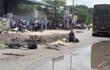 Sụt ổ gà, nữ sinh lớp 12 bị container cán chết trên đường đi học