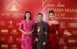 Hoa hậu Ngọc Hân mặc diện áo dài dát vàng 9999