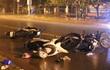 Ô tô điên tông 6 máy trong đêm, 9 người văng xuống đường